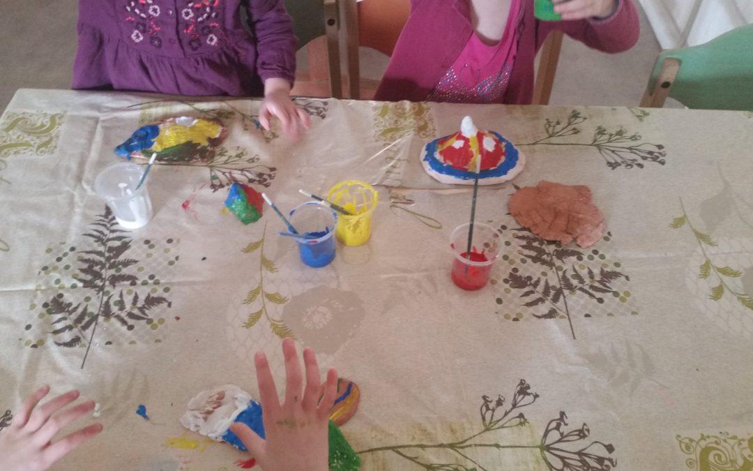 Finalisation de l'atelier argile, après cuisson, on peint !